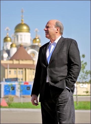 Майк Кинэн в России