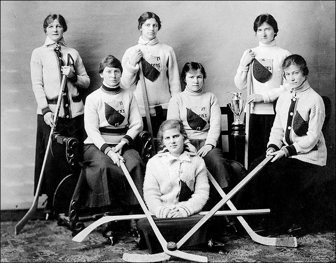 История Кубка Стэнли. Сезон 1905/06. Женская хоккейная команда университета Куин.
