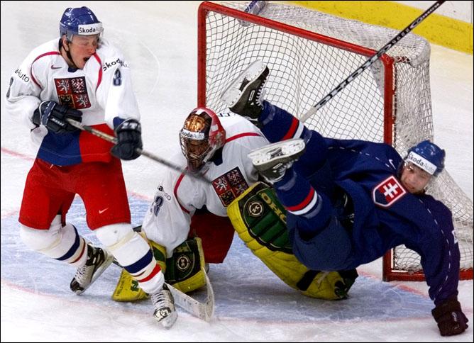 Топ-100 историй ИИХФ. История 77. Финал ЧМ-2000: Чехия против Словакии. Фото 01.