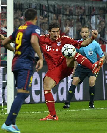 """""""Бавария"""" — """"Барселона"""" — 4:0. Марио Гомес забивает второй мяч в ворота каталонского клуба"""