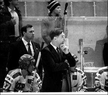 Виктор Тихонов и новая сборная СССР, выигравшая в 1986 году домашний чемпионат мира