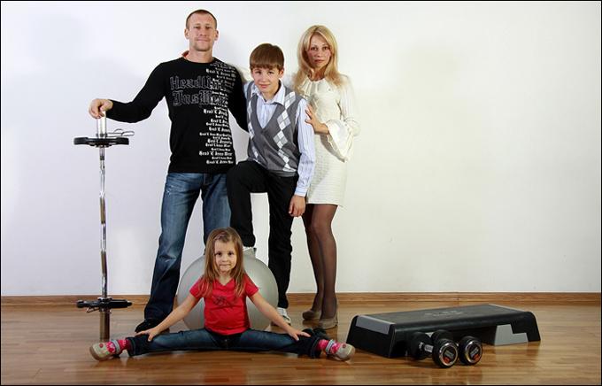 Виталий Казарин с семьей