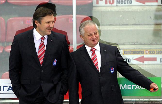 Спокойно и весело на скамейке ЦСКА: Вячеслав Буцаев и Юлиус Шуплер