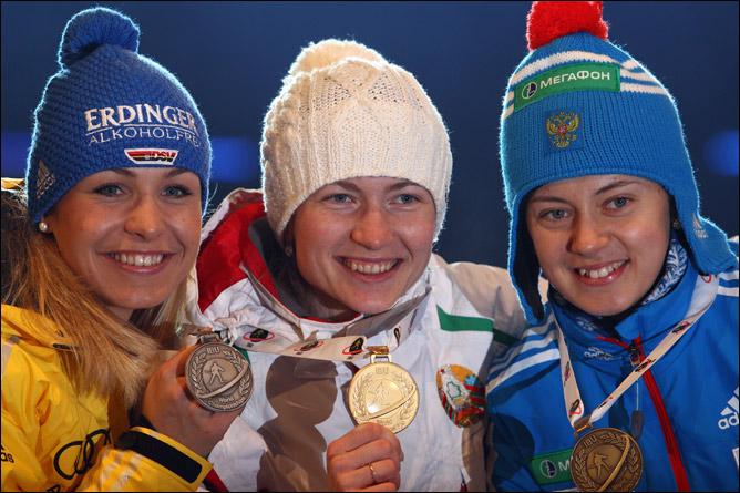 Магдалена Нойнер, Дарья Домрачева и Ольга Вилухина после награждения