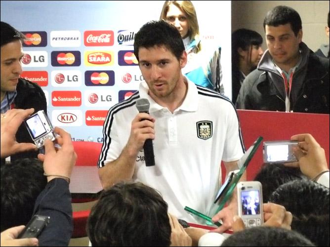 Получая приз лучшему игроку матча Аргентина — Коста-Рика Лео Месси пообещал, что теперь начнется новая Копа
