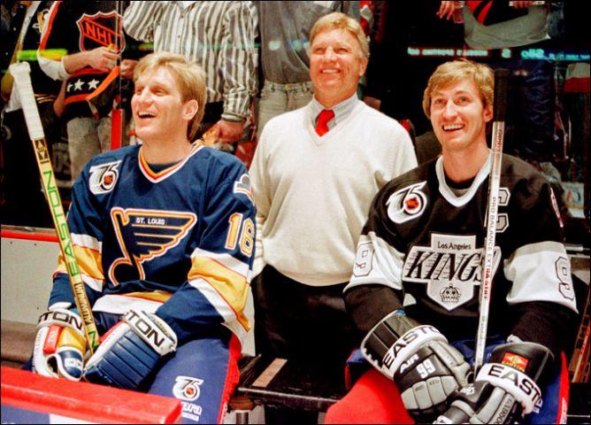 Фрагменты сезона. 17 января 1992 года. Мастер-шоу перед Матчем всех Звезд НХЛ. Слева направо: Бретт Халл, Бобби Халл, Уэйн Гретцки.