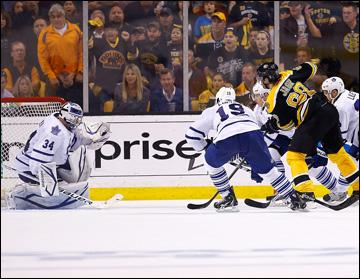 """10 мая 2013 года. Бостон. Плей-офф НХЛ. 1/8 финала. Матч № 5. """"Бостон"""" — """"Торонто"""" — 1:2. Яромир Ягр пытается спасти матч"""