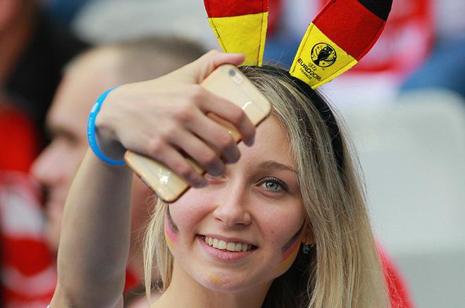 Самые яркие болельщицы Евро-2016