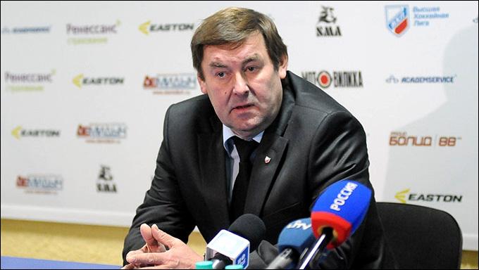 Виктор Богатырёв на одной из многочисленных послематчевых пресс-конференций