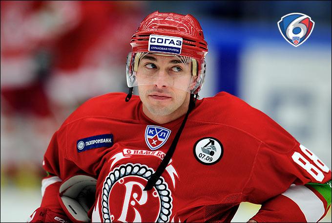 У нас в Чехове тогда была хорошая команда. Мы играли в силовой, атакующий хоккей