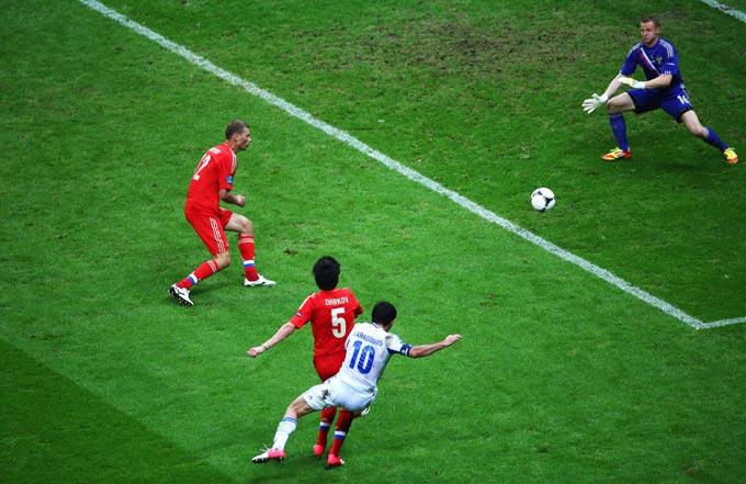 Карагунис забивает победный гол