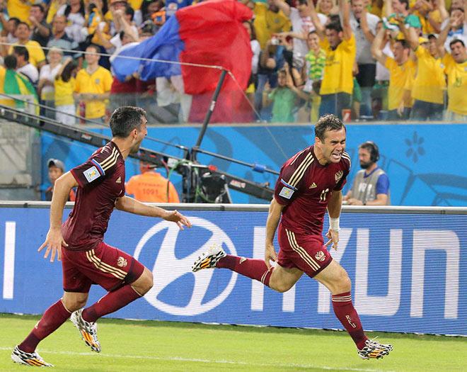 Гол Кержакова и другие фото с матча Россия — Южная Корея