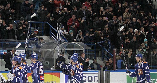 """Два подряд аншлага у """"Тигров"""": кто сказал, что хоккей на Дальнем Востоке не слишком популярен?"""