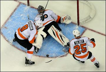 """Как дела, НХЛ? """"Филадельфия Флайерз"""". Никлас Гроссманн и Максим Тальбо отбивают атаку"""
