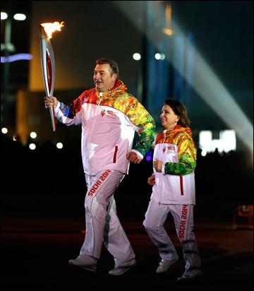 Владислав Третьяк и Ирина Роднина на церемонии открытия сочинской Олимпиады