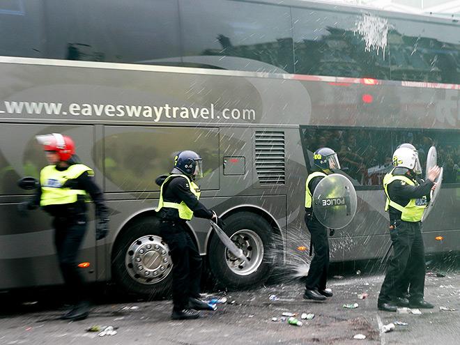 Нападение на автобус «МЮ»