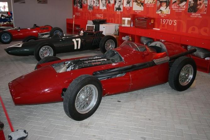 Выставка с чемпионскими машинами разных лет