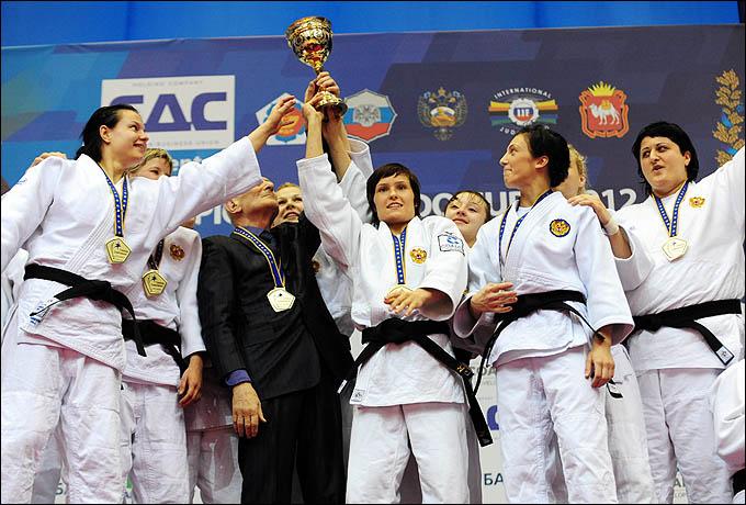 Женская сборная – чемпионки Европы — 2012