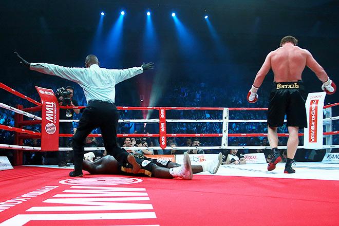 Александр Поветкин нокаутировал в десятом раунде Карлоса Такама