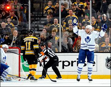 """13 мая 2013 года. Бостон. Плей-офф НХЛ. 1/8 финала. Матч № 7. """"Бостон"""" — """"Торонто"""" — 5:4 (ОТ). Гости доводят счет до 4:1 в свою пользу"""