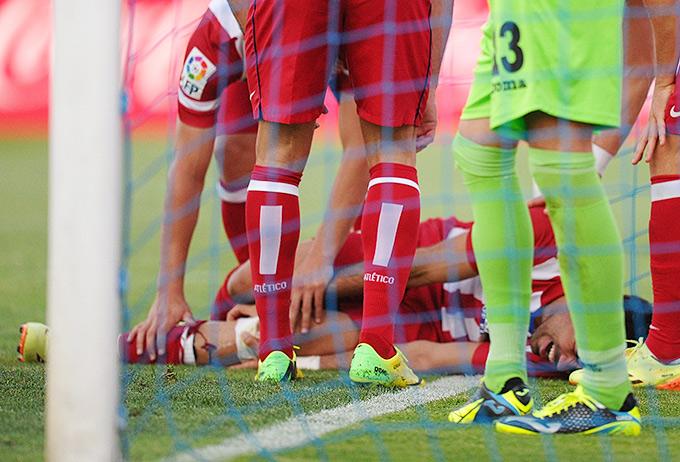 Коста в моменте с голом в ворота хозяев получил травму и был вынужден покинуть поле на носилках