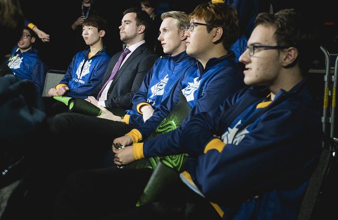 Огорошенные неудачным выступлением G2 Esports