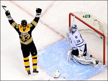 """13 мая 2013 года. Бостон. Плей-офф НХЛ. 1/8 финала. Матч № 7. """"Бостон"""" — """"Торонто"""" — 5:4 (ОТ). """"Бостон"""" переводит игру в овертайм"""