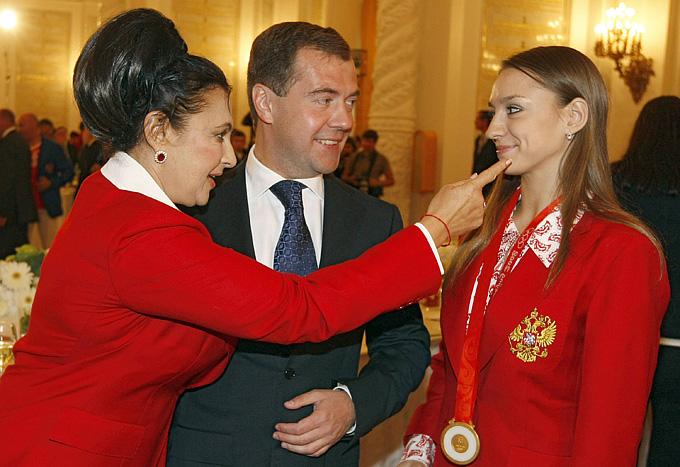 Лондон-2012. Художественная гимнастика. Ирина Винер, Дмитрий Медведев и Евгения Канаева