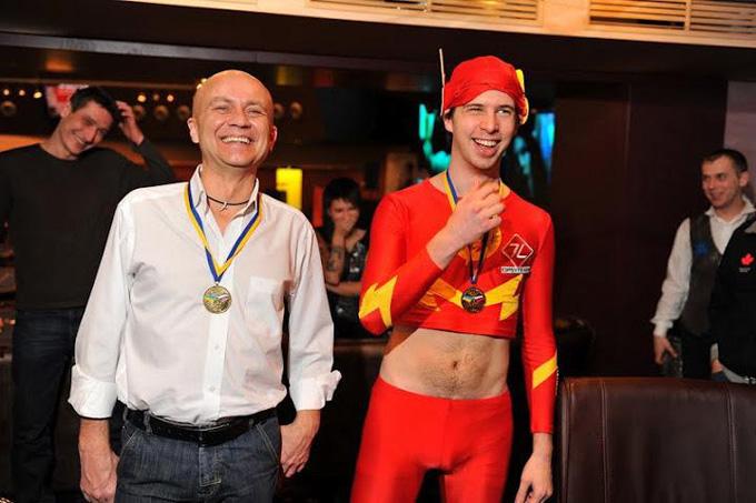 Матвей Линов по условиям конкурса играл турнир в костюме Флеша