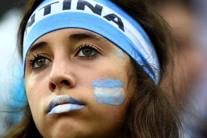 Приблизительно с таким выражением лица миллионы болельщиков по всему миру смотрели матч Нидерландов и Аргентины
