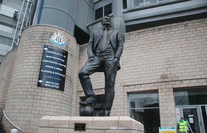 Памятник легендарному Бобби Робсону