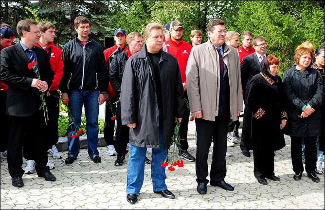 2009 год. На открытии памятника Алексею Черепанову