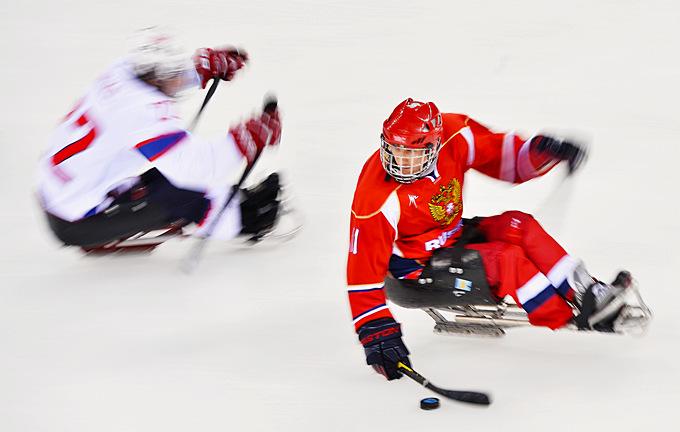 Следж-хоккей. В атаке игрой сборной России Алексей Амасов