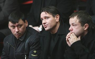 Илья Цымбаларь, Дмитрий Аленичев и Дмитрий Парфёнов во время прощания с Владимиром Федотовым
