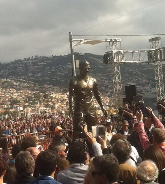 В городе Фуншале открыт памятник Криштиану Роналду