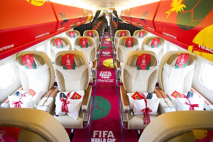 Так выглядит самолёт, на котором прибыл в Москву Кубок мира, изнутри