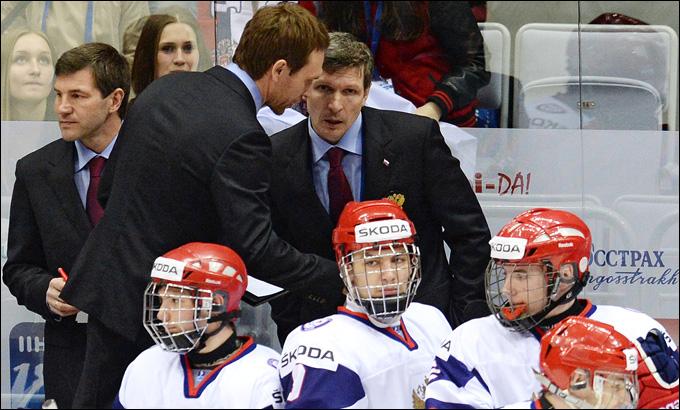 Тренерский штаб юниорской сборной России во время матча со сборной Чехии