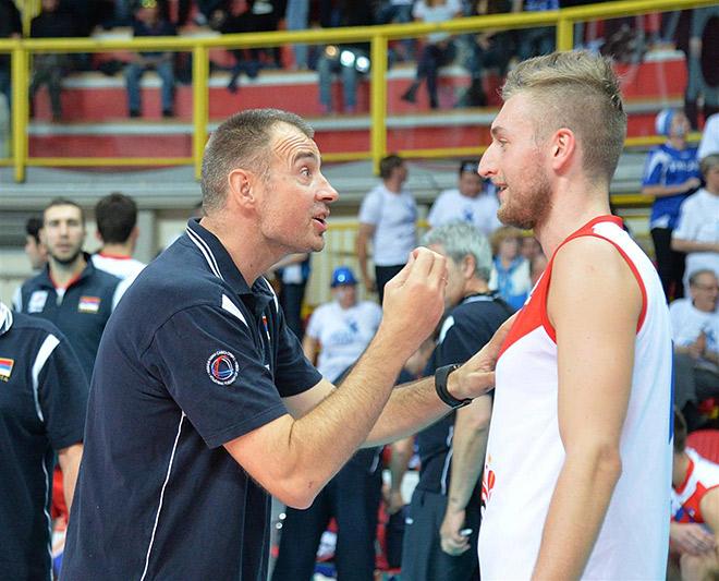 Во время матчей главный тренер Сербии Никола Грбич очень эмоционален