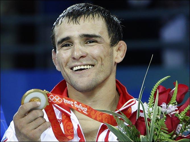 Назир Манкиев на олимпийском пьедестале Пекина