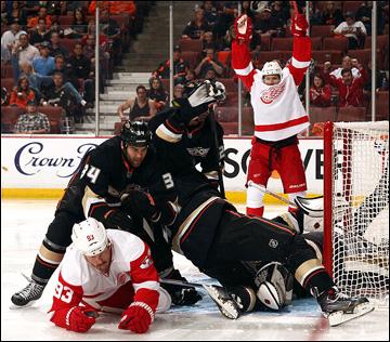 "2 мая 2013 года. Анахайм. Плей-офф НХЛ. 1/8 финала. Матч № 2. ""Анахайм"" — ""Детройт"" — 4:5 (ОТ)"