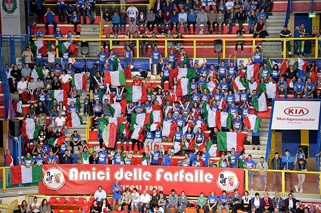 Италия и Финляндия сыграли при полных трибунах