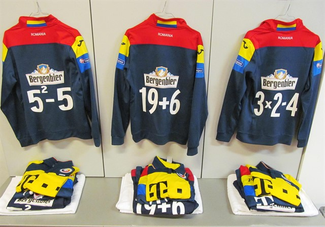 Румыния вышла на матч с Испанией в футболках с уравнениями вместо номеров
