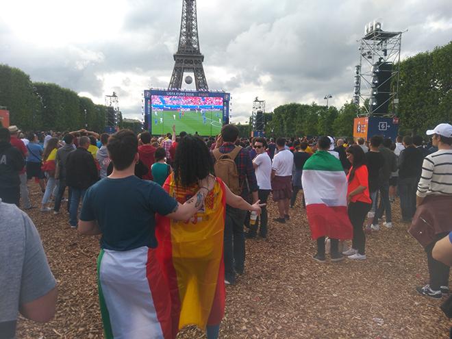 Фан-зона в Париже