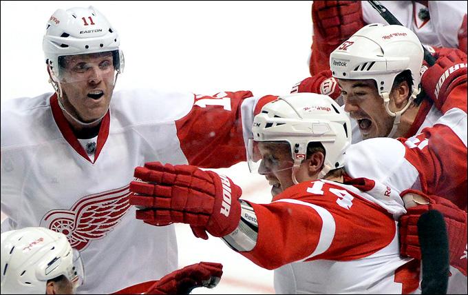 """2 мая 2013 года. Анахайм. Плей-офф НХЛ. 1/8 финала. Матч № 2. """"Анахайм"""" — """"Детройт"""" — 4:5 (ОТ). Серия переезжает в Детройт при счёте 1-1"""