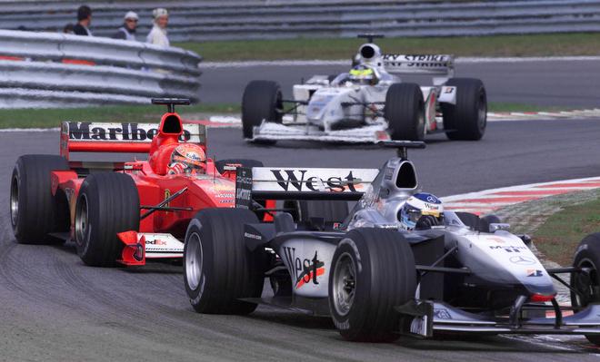 Хаккинен впереди Шумахера сразу после знаменитого обгона