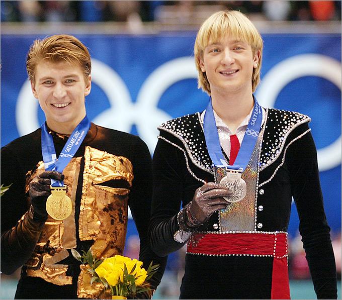 Алексей Ягудин и Евгений Плющенко на пьедестале почёта Олимпийских игр 2002 года