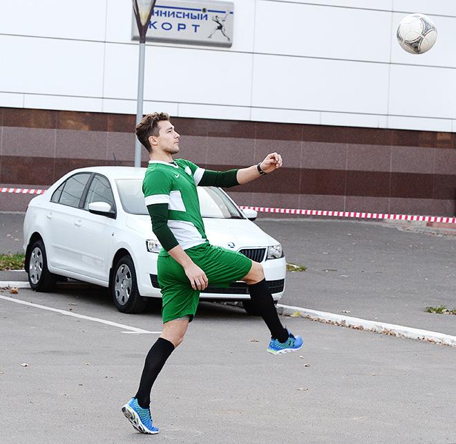 Александр Бурмистров с удовольствием играет и в футбол