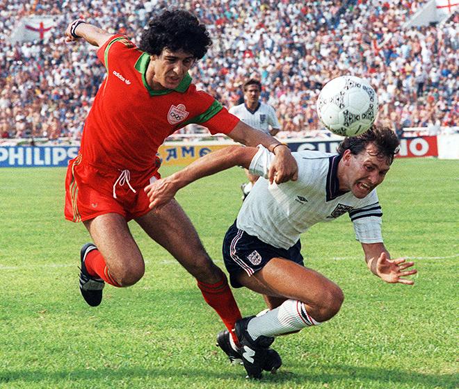 Брайан Робсон в матче против Марокко на ЧМ-1986