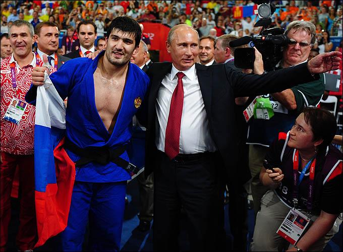 Одним из первых Тагира Хайбулаева поздравил президент России