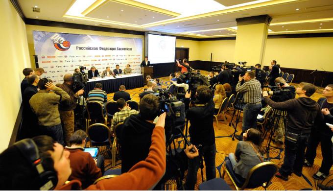 Пресс-конференция в разгаре